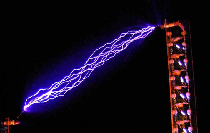 http://www.electrics....uk/marxgen.htm.  Высоковольтный преобразователь на 555.